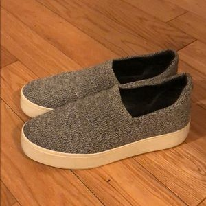 Vince sz9.5 Gray Walsh platform slip on sneaker
